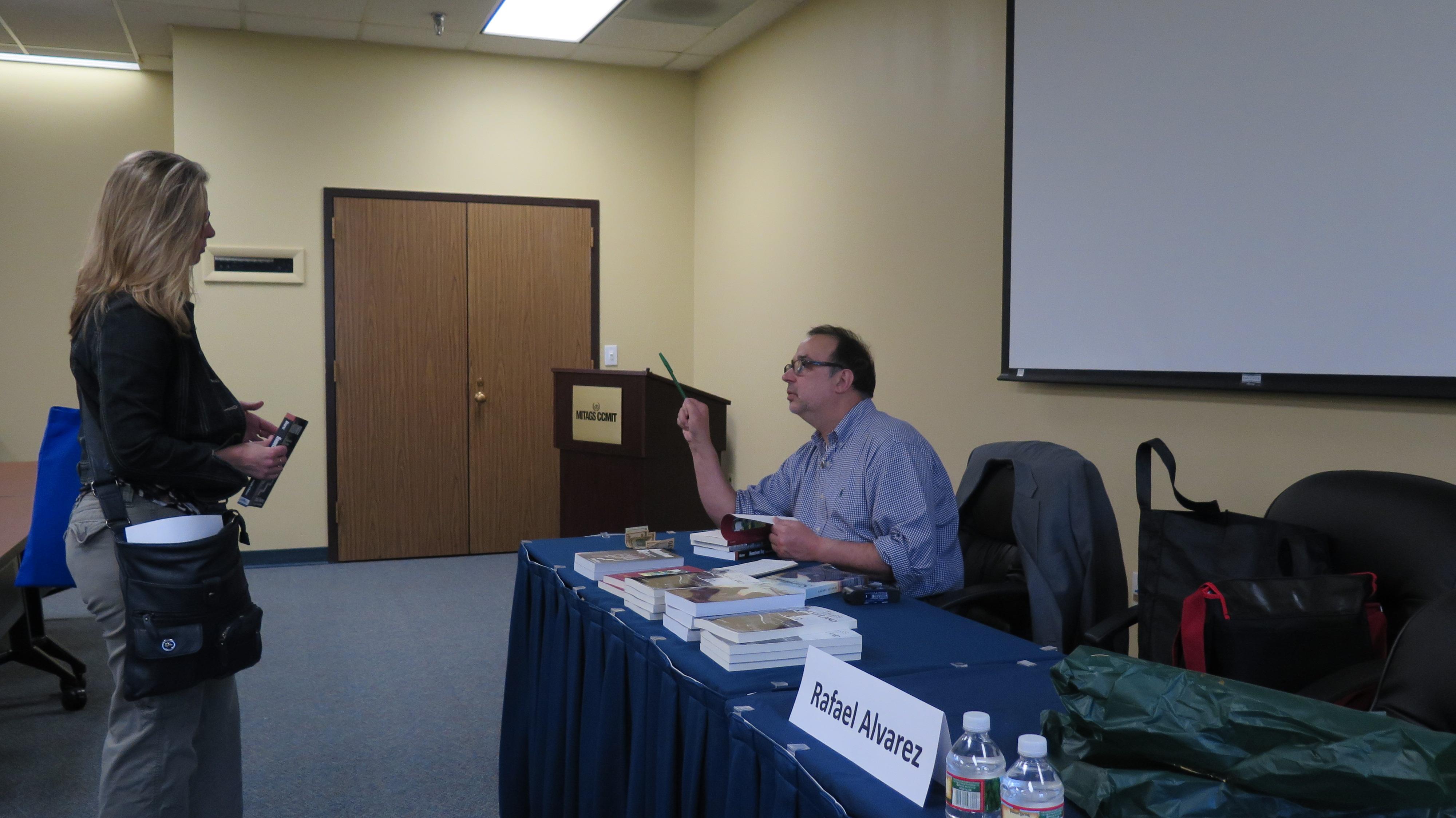 Rafael Alvarez signing books